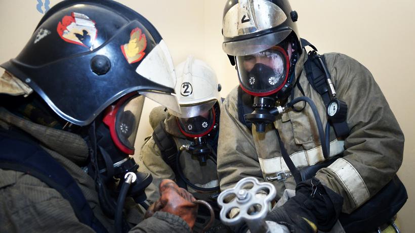 В столице впожаре вквартире работники МЧС спасли 5 человек