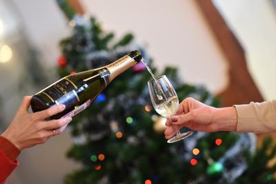 Празднование Нового года в ресторанах Подмосковья может обойтись почти в 4 тыс рублей