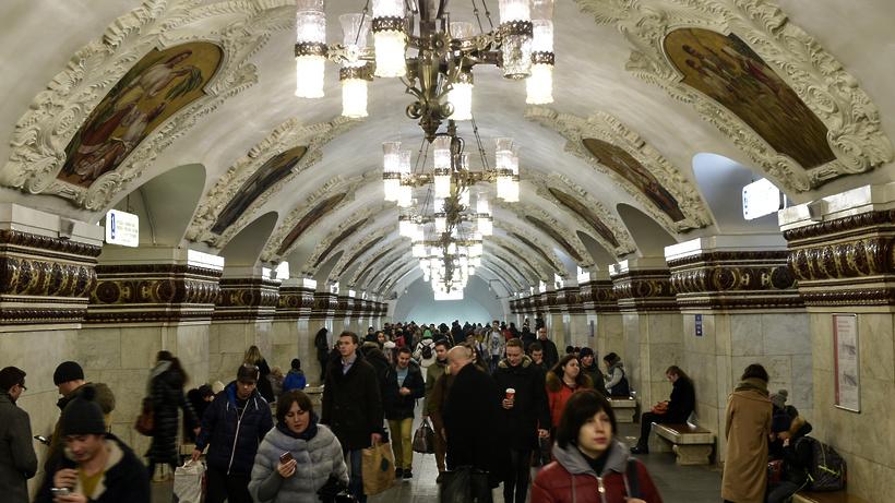 Службы метро переведены наусиленный режим работы из-за снегопада