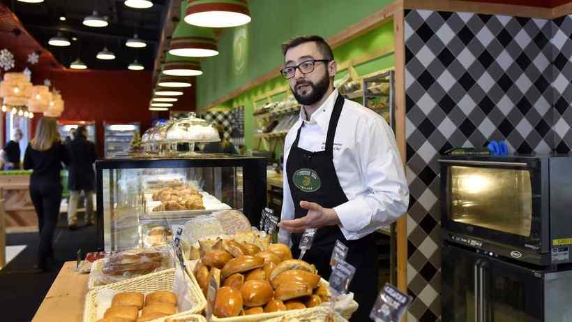 Сумма среднего чека в кафе и ресторанах региона в День защитника Отечества составит 2,2 тыс. рублей...