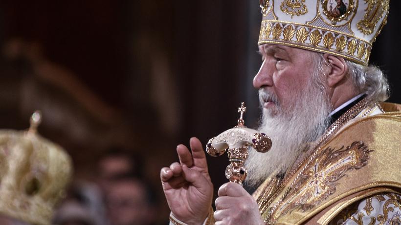 Путин подарил надень рождения патриарху Кириллу картину