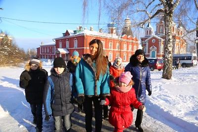 Президент фонда «Исток» вместе с детьми из дома‑интернета посетила Коломенский кремль