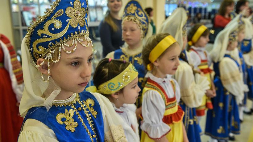 Свыше 100 юных талантов получили премии губернатора Московской области