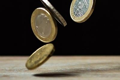 Курс евро к рублю снизился на 13 копеек