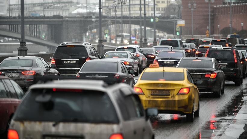 Пробки настоличных трассах достигли 8-ми баллов из-за резкого похолодания иснега