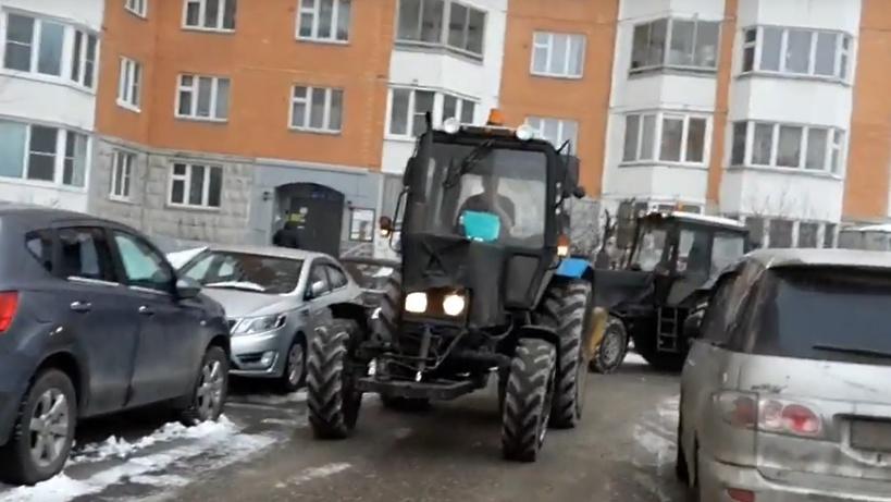 Депутат увидел, как тракторы имитируют уборку снега ради чиновников