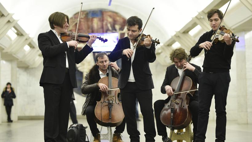 Музыканты поздравили студентов столицы вметро сТатьяниным днем