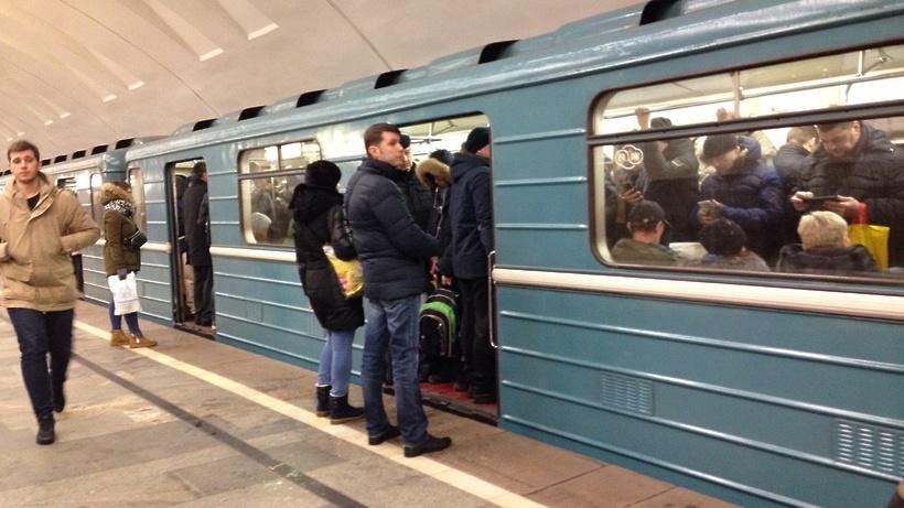 В столицеРФ настанции метро «Дмитровская» напути упал пассажир