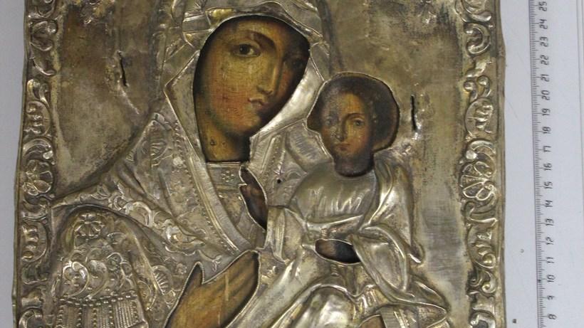 Русскую икону XIX века изъяли уиспанца ваэропорту «Домодедово»