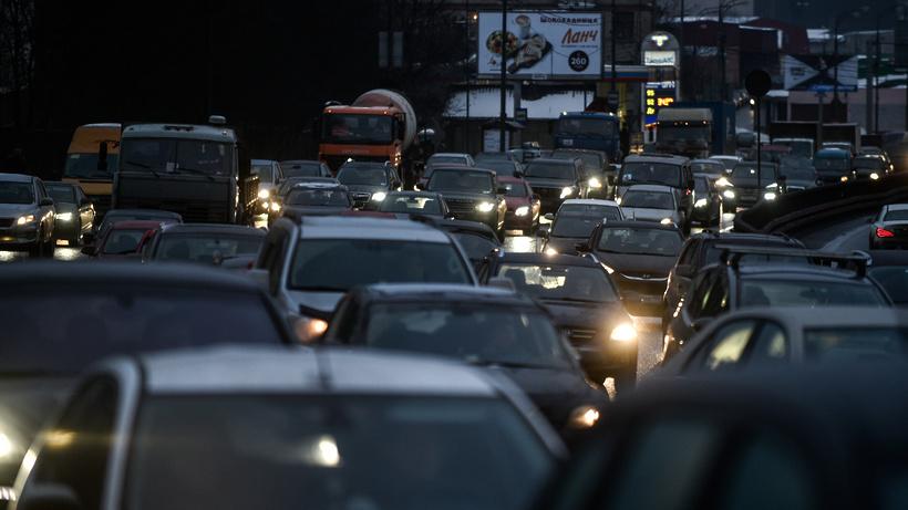 Пробки на дорогах столицы достигли 9 баллов
