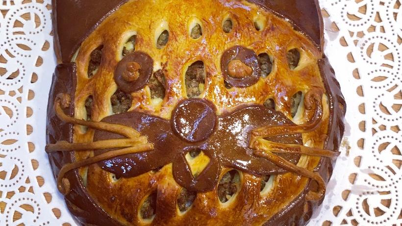 Коту «Аптекарского огорода» подарили пирог вчесть праздника