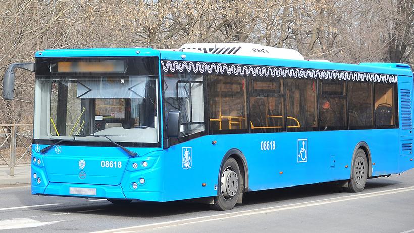 Специальная полоска для автобусов начала работать наВоздвиженке в российской столице