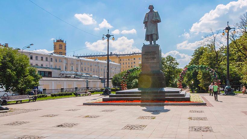 Неменее 100 монументов отреставрируют в российской столице в 2017г.