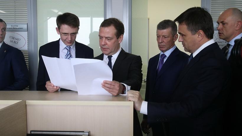 Медведев осмотрел подмосковный Центр бюджетного возведения