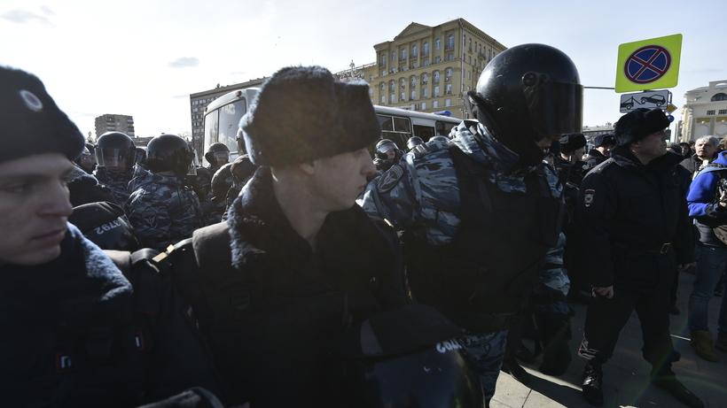 Неизвестные распылили раздражающий газ наакции протеста вцентре столицы