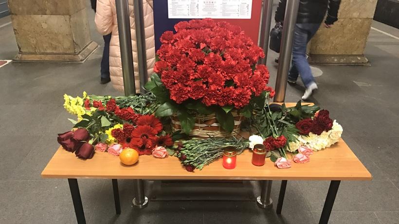 Москва вспоминает жертв терактов накрасной ветке метро