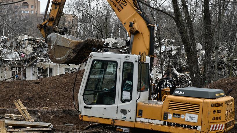 Девять аварийных построек демонтировали в Подмосковье
