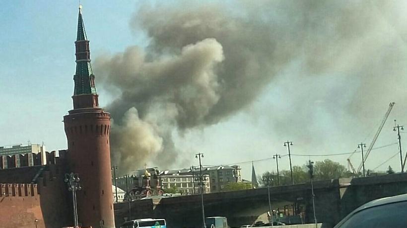 Вцентральной части Москвы локализовали мощный пожар ввыселенном доме