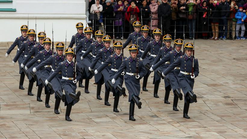 В столице назвали дату первого развода караулов наСоборной площади Кремля