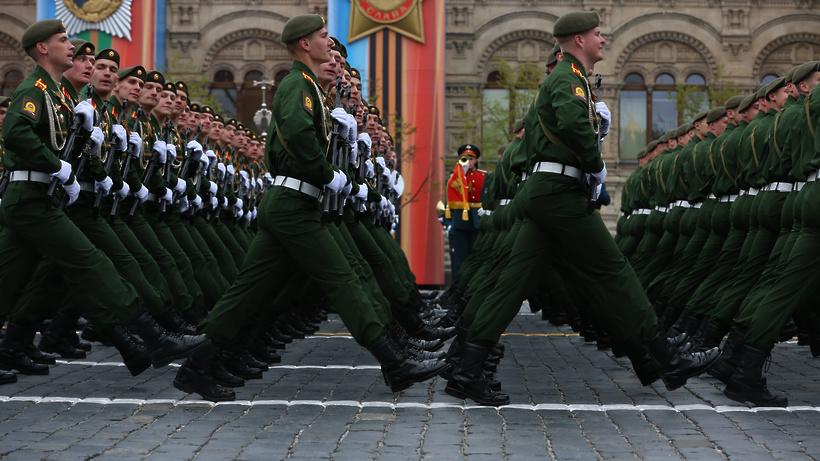 Неменее 80 млн созерцателей повсей планете смотрели трансляцию Парада Победы