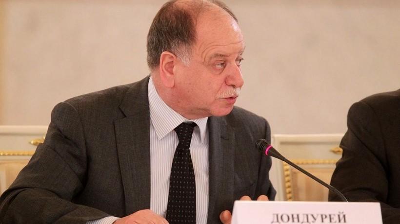 1-ый замглавы администрации Президента России Кириенко простился скинокритиком Дондуреем