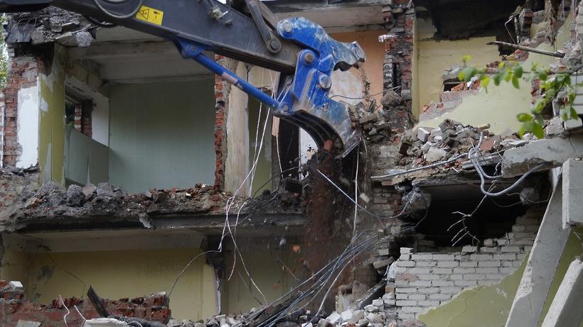 Недостроенный торговый центр снесли в Черноголовке
