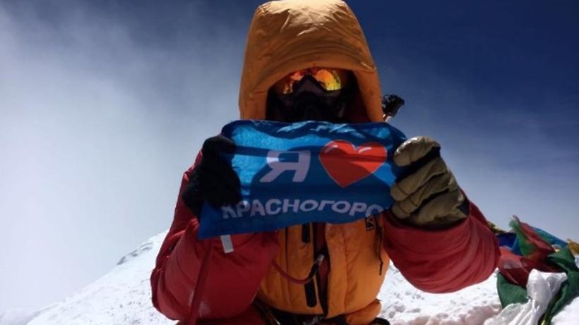 Депутат Государственной думы покорил Эверест иводрузил флаги Российской Федерации иТатарстана