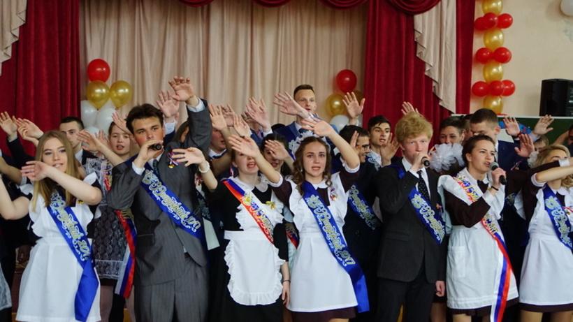 Более чем в 7 тыс. рублей обойдется выпускной бал школьнику в Подмосковье в 2017 году