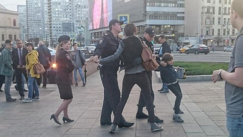 СКпроверит обстоятельства задержания читавшего стихи ребенка в столице России