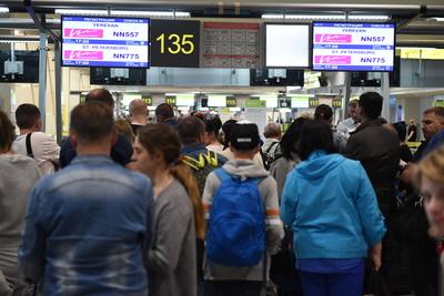 Свыше 20 рейсов задержали и отменили в аэропортах Московского региона в воскресенье утром