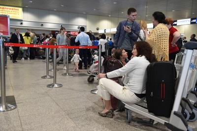Около 30 рейсов отменили и задержали в московских аэропортах в воскресенье утром