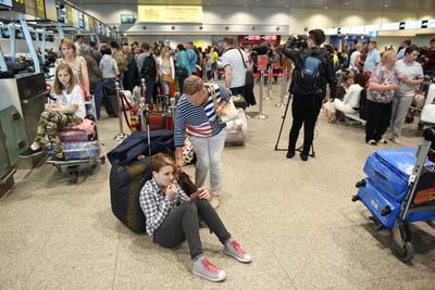 Более 30 рейсов задержали и отменили в аэропортах Москвы в воскресенье утром