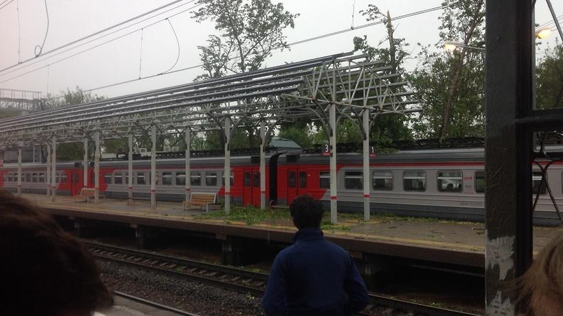 ВМЖД докладывают озадержках пригородных поездов после урагана встоличном регионе