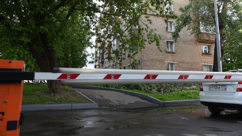 Шлагбаумы могут установить во дворах домов в Дзержинском