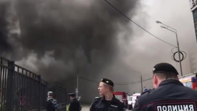 Пожар вмногоэтажном здании наплощади Киевского вокзала локализован