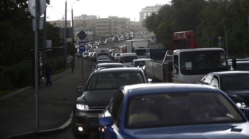 Транспортный комплекс столицы порекомендовал любителям автомобилей пользоваться социальным транспортом из-за грозы