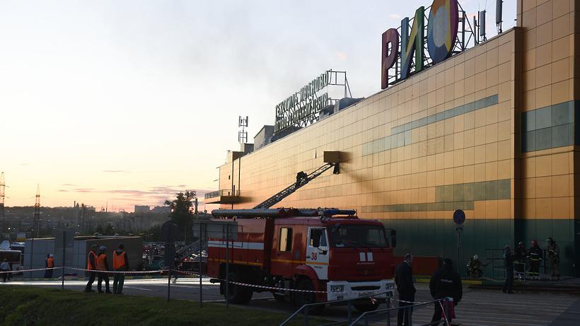 Коптеры засняли пожар вТРЦ «РИО»