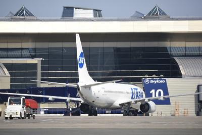 Почти 30 рейсов задержали и отменили в столичных аэропортах вечером в воскресенье