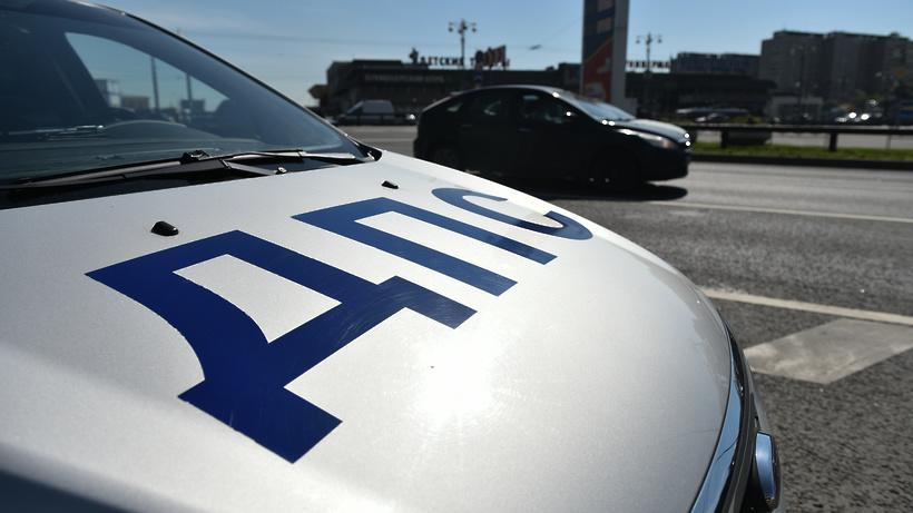 Таксист протаранил припаркованные автомобили на улице Вертолетная в Люберцах