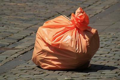 Навалы мусора убрали в микрорайоне Первомайский Балашихи после жалобы жителя