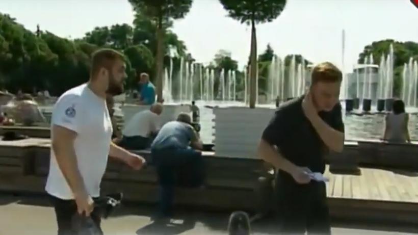 День ВДВ: на репортера НТВ вовремя прямого эфира напал нетрезвый мужчина