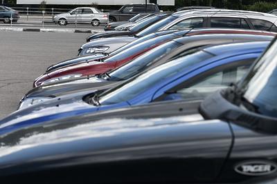 Автовладельцев попросили убрать машины, брошенные на улице Лермонтова в Дзержинском