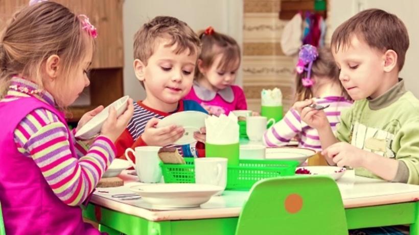 Оформленный встиле английских рассказов детский парк вКоммунарке сдан вэксплуатацию