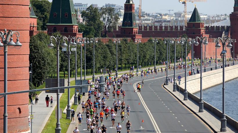 Несколько тыс. человек вышли вМоскве настарт полумарафона «Моя столица»