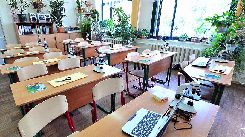 В новейшей российской столице эвакуировали школу из-за звонка обомбе
