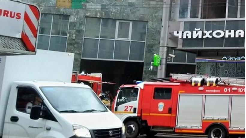 Пожар вспыхнул накрыше одного изкафе вцентральной части Москвы