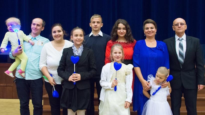 Мэр столицы вручил многодетным семьям почетные знаки «Родительская слава города Москвы»