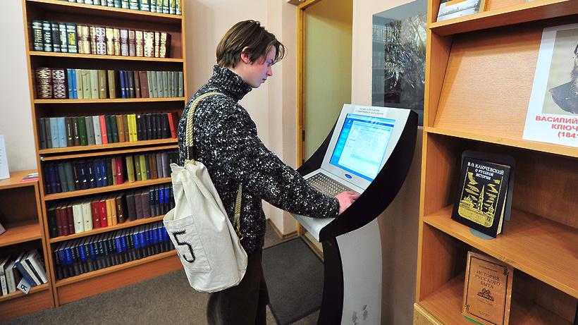 Столичные библиотеки оборудовали аппаратами для безналичной оплаты услуг