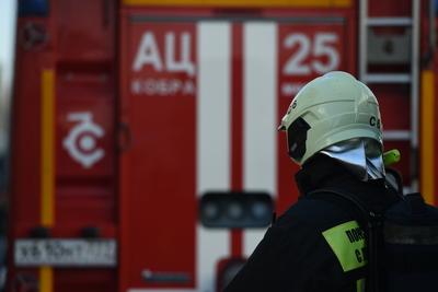 Пожарные ликвидировали возгорание в бытовке на Шамотной улице в Подольске