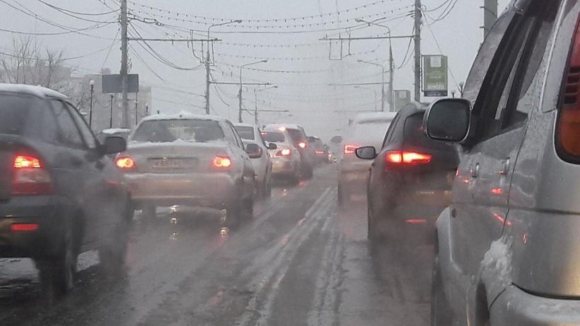 Жителей столицы просят отказаться отпоездок наавтомобиле из-за снегопада